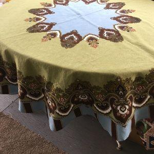 Beautiful William Sonoma tablecloth round